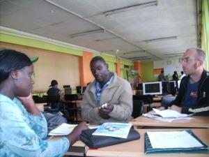 Planning next steps - Wangui und Hasan 2011 im Internet-Café in Nairobi