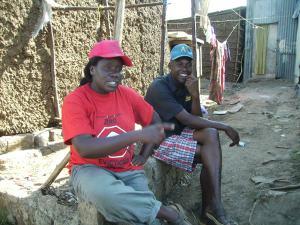 Wangui im Slum Kiambiu - wo Hunderte von Kindern an einem Fußball-Turnier mitwirken.